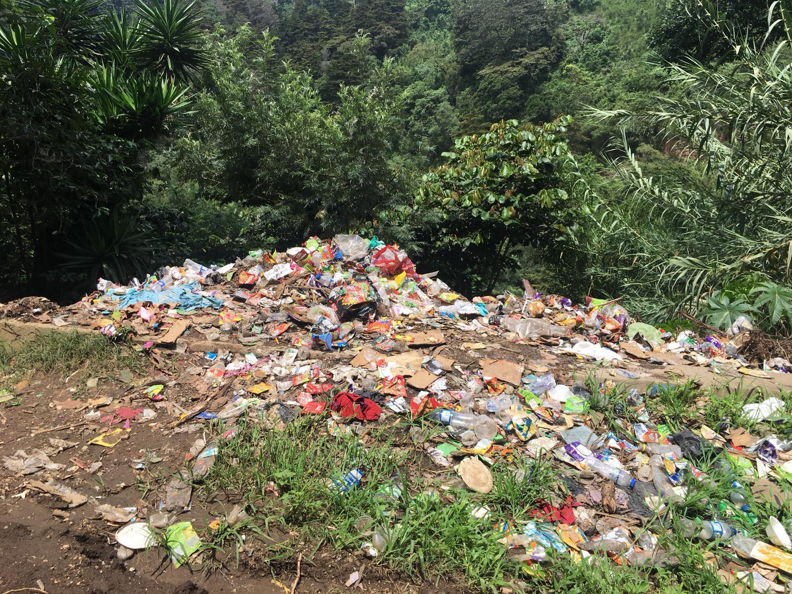 W Gwatemali śmieci trafiają do rzek, na wysypiska, które są ogromnymi hałdami trujących odpadów, lub są palone.
